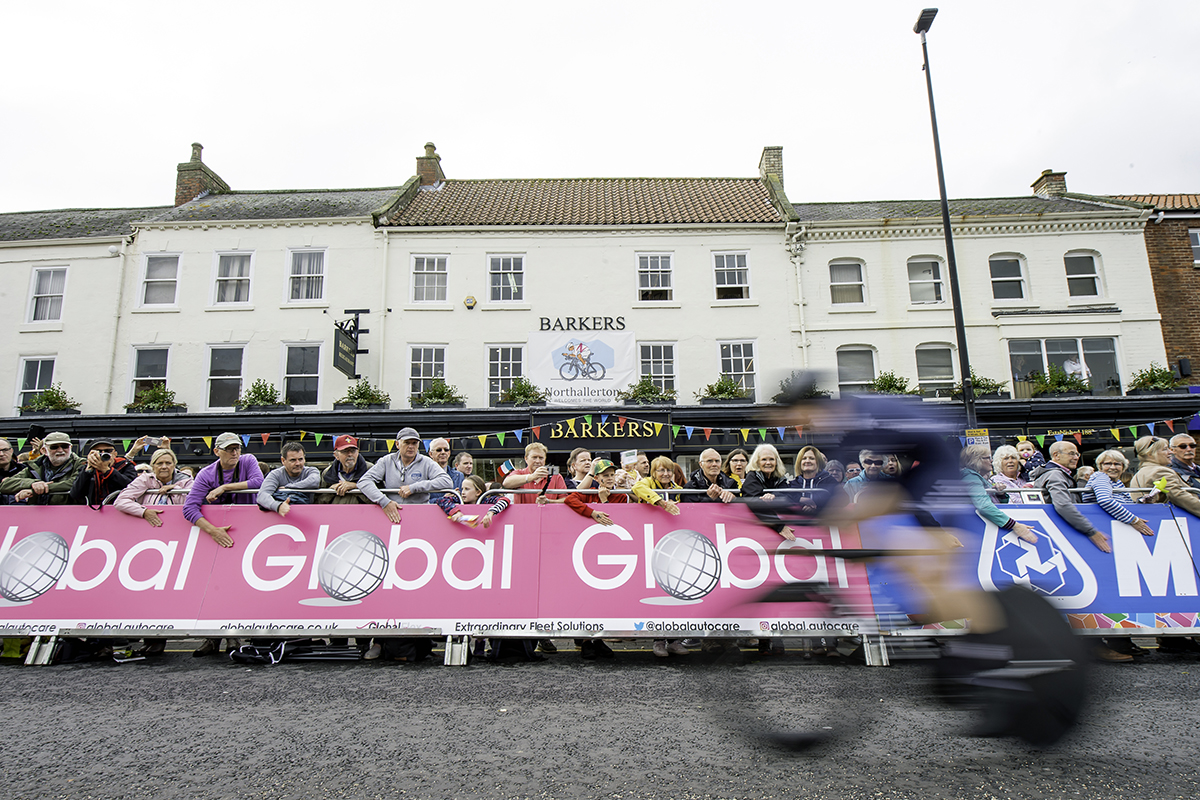 Global Autocare UCI pink banner